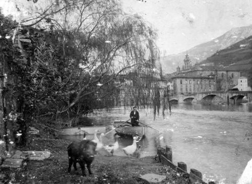 El rio Oria con el puente de Navarra al fondo, 1896