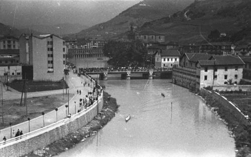 Paseo nuevo y bateles en el rio Oria, 1936