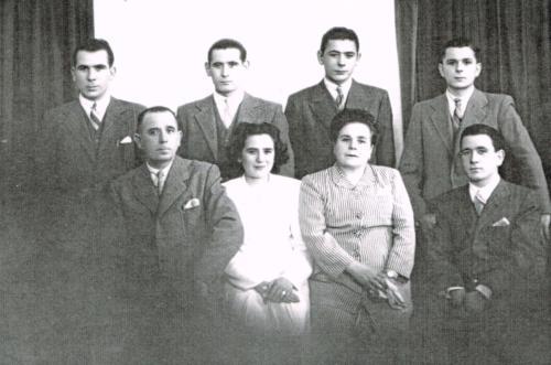 Fotografía Familiar con la segunda generación – hijos ( Pascual , Jacinto , Angel , Paulino , Amelia y Juanito)