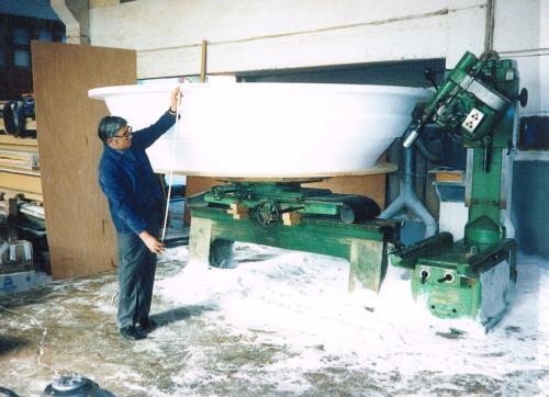 Ángel trabajando en el nuevo taller