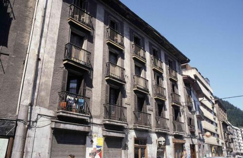 La Plaza Gorriti ya sin el taller tras el cierre del 2004